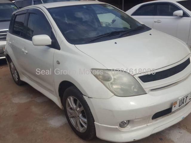2006 Toyota IST - 1